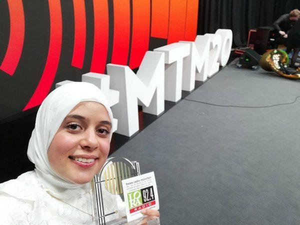 Sarra Chaouch-Simsek mit dem Hörfunkpreis der BLM bei den Medientagen 2020